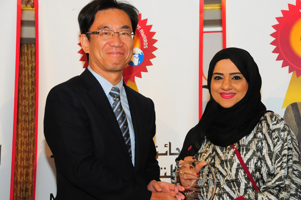 Hon. Japanese Consul General Hisashi Michigami Presents the Woman Leader in Banking and Finance Excellence Award to Ms. Zainab Noureldini, Head of Human Resources, Head of Human Resources Division - Commercial Bank International ( CBI )