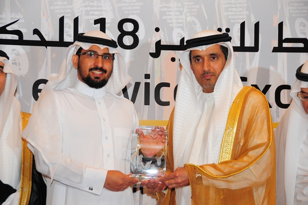 e-Initiative 2013 Excellence Award, University of Ha il, Saudi Arabia. Award received by Dr. Majed Alhaisoni, Dean, IT and eLearning, University of Hail, Saudi Arabia. Award presented by H.E Dr Ahmed Saeed Bin Hazim,  Director General of Dubai Courts