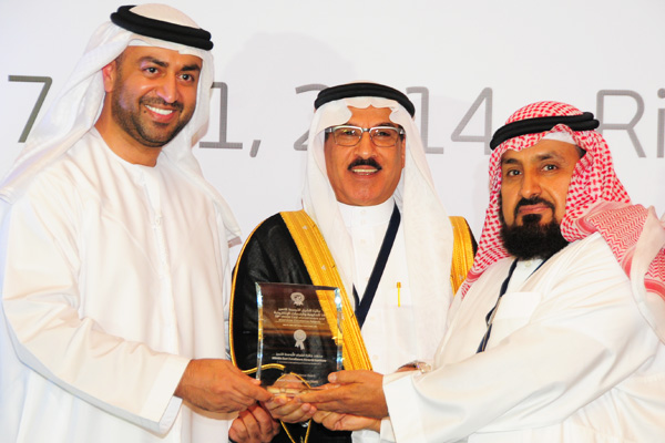 H.E Dr. Eng Ali Mohammad Al-Khouri, Director General of the Emirates Identity Authority (Left) and H.E. Dr. Fahad bin Matad Al-Hamad, Assistant Chairman of the Shura Council (Middle) presenting the Eservices Excellence Award to the Zakat And Income Tax (Dzit) - KSA