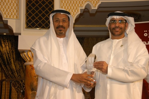 H.E. Mr.  Mohammed Omar Abdullah  awarded   Mr. Nasser Bin Aboud- Etisalat