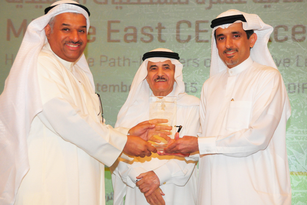 Dr. Ahmad Bin Hezeem Al Suwaidi, Senior Partner, BSA. Ahmad Bin Hezeem Advocates & Legal Consultants Presents the Food Industry CEO Excellence Award to Mr. Mutlaq Al-Zayed, Deputy Managing Director of Kuwait Flour Mills & Bakeries Co., Kuwait