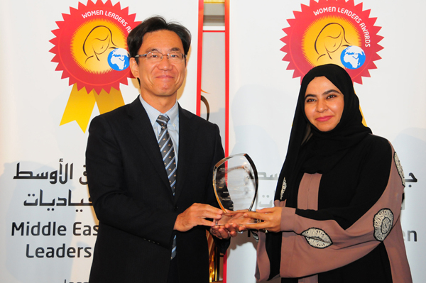 Hon. Japanese Consul General Hisashi Michigami Presents the Women Leader in Knowledge Management Excellence Award to Dr.Samya Ketait, Vice President, Learning & Development, Dubai Airports