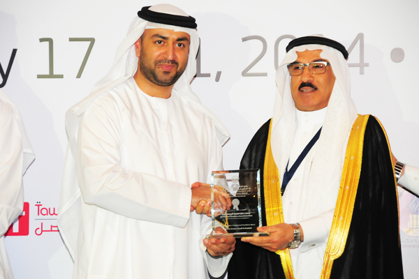H.E Dr. Eng Ali Mohammad Al-Khouri, Director General of the Emirates Identity Authority (Left) presenting the Parliament System Management Excellence Award to H.E. Dr. Fahad bin Matad Al- Hamad, Assistant Chairman of the Shura Council