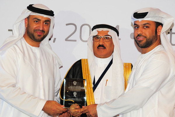H.E Dr. Eng Ali Mohammad Al-Khouri, Director General of the Emirates Identity Authority (Left) and H.E. Dr. Fahad bin Matad Al-Hamad, Assistant Chairman of the Shura Council (Middle) presenting the Mobile Applications Excellence Award to the DEWA
