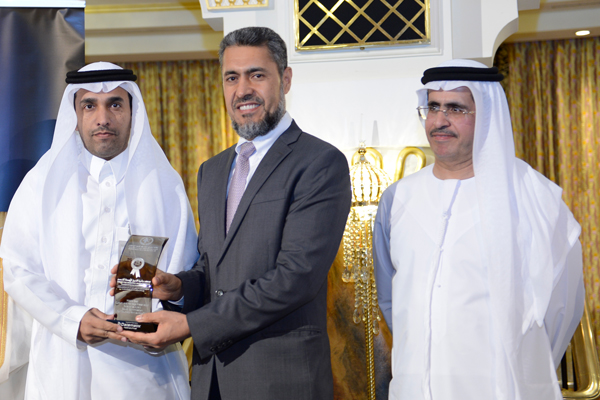 Mr. Sayed Aqa, UNDP's UAE Resident Representative presenting the Saudi Commission for Tourism and Antiquities award to Eng. Bader Nasser Al-Hamdan, Director General of the National Center for Urban Heritage - KSA