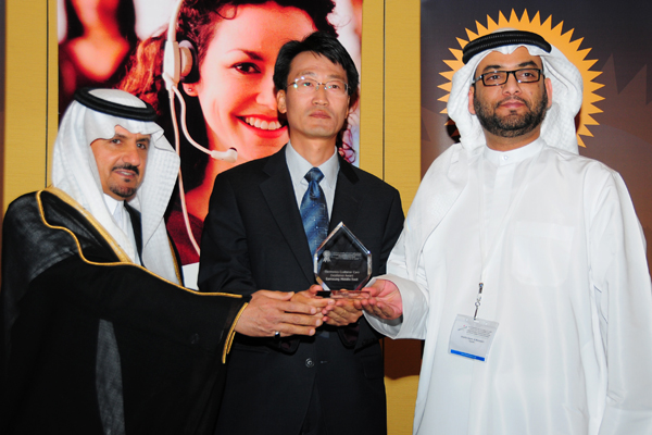Mr. Changjin Kang, General Manager - Samsung Middle East, Receives the Electronics Customer Care Excellence Award, Presented by The Chief Guest H.E Khalifa Salem Al Mansoori Executive Director, Area Services Sector, Madinat Zayed of the Western Region Mun