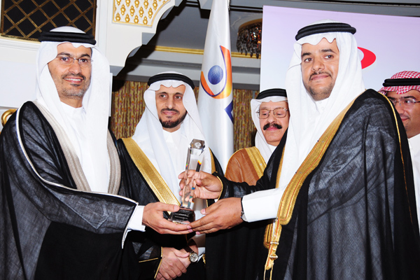 Service Industry CEO of the Year Award , Dr. Saoud Bin Hamoud Al Sahli Director General of Information and Studies Riyadh Chamber of Commerce and Industry