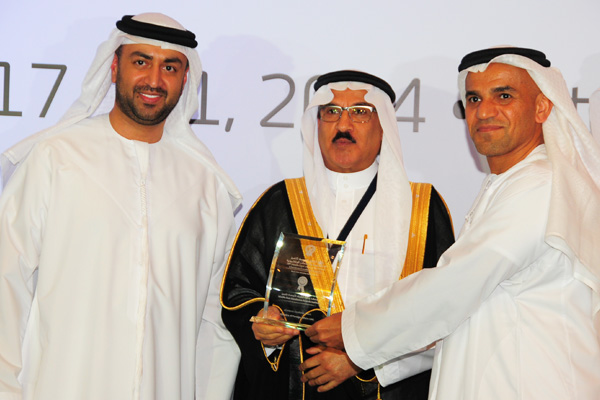 H.E Dr. Eng Ali Mohammad Al-Khouri, Director General of the Emirates Identity Authority (Left) and H.E. Dr. Fahad bin Matad Al-Hamad, Assistant Chairman of the Shura Council (Middle) presenting the eContents Excellence Award to the Ministry of Foreign Affairs - UAE