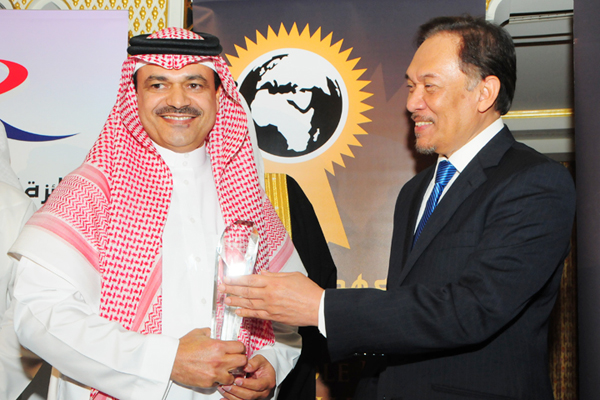 Eng. Saud Al Daweesh, CEO STC, awarded Corporate Management CEO Excellence Award, presented by chief guest Hon. Dato Seri Anwar Ibrahim