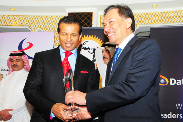 Sunny Varkey, Chairman, Varkey Group and GEMS Group of Schools, awarded Knowledge Development and Education Partnership CEO Excellence Award, presented by chief guest Hon. Dato Seri Anwar Ibrahim