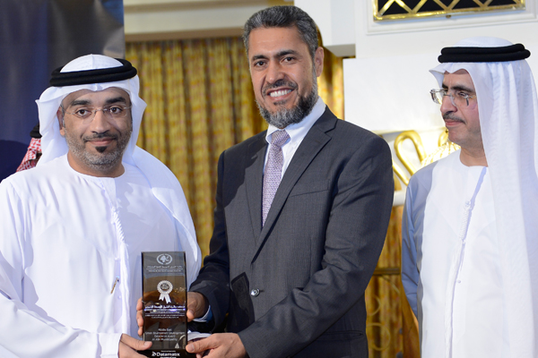 Mr. Sayed Aqa, UNDP's UAE Resident Representative presenting the Green Environment Development Excellence Award to Mr. Mohammed Saeed Al Darmaki -Al Ain Municipality,