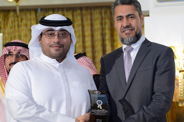 Mr. Sayed Aqa, UNDP's UAE Resident Representative presenting the   Middle East Food Safety Excellence Award, to Mr. / Majed Hilal Al Hosni-Abu Dhabi Food Control Authority- UAE