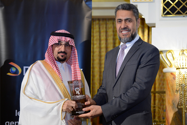 Mr. Sayed Aqa, UNDP's UAE Resident Representative presenting the Middle East Institutional Performance Development Excellence Award to H.E  Mohammed Bin AbdulRahman Al Mokhrej Taif Mayor