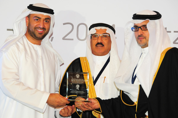 H.E Dr. Eng Ali Mohammad Al-Khouri, Director General of the Emirates Identity Authority (Left) and H.E. Dr. Fahad bin Matad Al-Hamad, Assistant Chairman of the Shura Council (Middle) presenting the Smart government Social Media Excellence Award to the Ministry of Interior- National Information Center, KSA