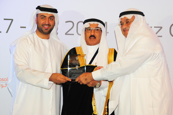 H.E Dr. Eng Ali Mohammad Al-Khouri, Director General of the Emirates Identity Authority (Left) and  H.E. Dr. Fahad bin Matad Al-Hamad, Assistant Chairman of the Shura Council (middle) presenting the Smart government Applications Excellence Award to the Ministry Of Hajj - KSA