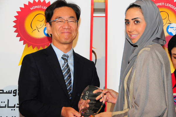 Hon. Japanese Consul General Hisashi Michigami Presents the Young Woman Leader Excellence Award to Hessa Tahlak, Corporate Director of Development Research & Project Department - Dubai Women Establishment