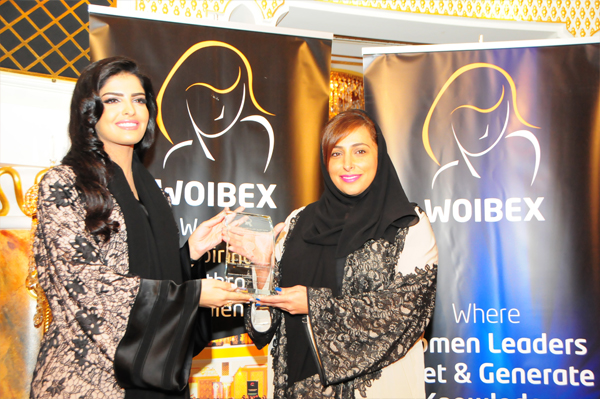 H.H Princess Ameerah Al Taweel Presents the Woman Leader in Business and Economic Development Excellence Award to Her Excellency Sheikha Bodour bint Sultan Al Qasimi, Chairperson of Sharjah Investment and Development Authority - Shurooq