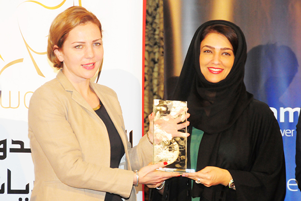 Anna Dolidze, Parliamentary State Secretary, Republic of Georgia Presents the Women Leader in Community Development Excellence Award to Sheikha Dr Alia Humaid Al Qassimi, Acting CEO of Social Care and Development Sector at Community Development Authority, Dubai, UAE