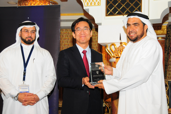 H.E. Hisashi Michigami, Consul General of Japan in Dubai, presenting the Government Customer Care Excellence Award To Brigadier / Abdullah Mubarak Al Dukan, deputy commander general of Sharjah Police - Sharjah police