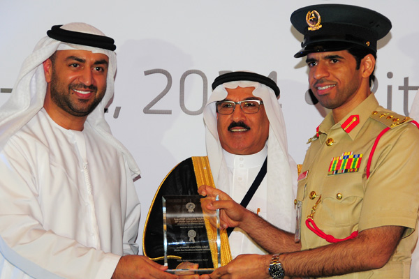 H.E Dr. Eng Ali Mohammad Al-Khouri, Director General of the Emirates Identity Authority (Left) and H.E. Dr. Fahad bin Matad Al-Hamad, Assistant Chairman of the Shura Council (Middle) presenting the Mobile Applications Excellence Award to the Dubai Police