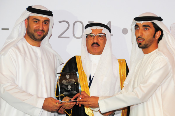 H.E Dr. Eng Ali Mohammad Al-Khouri, Director General of the Emirates Identity Authority (Left) and H.E. Dr. Fahad bin Matad Al-Hamad, Assistant Chairman of the Shura Council (Middle) presenting the eAuctions Excellence Award to the Emirates Auction
