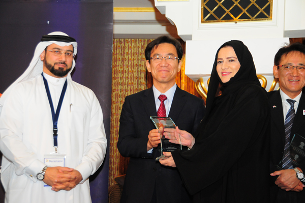 H.E. Hisashi Michigami, Consul General of Japan in Dubai, presenting the Banking & Finance Customer Care Excellence Award To Orooba Balhawan, Service Delivery Manager -NBAD
