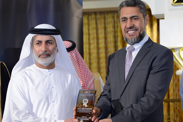 Mr. Sayed Aqa, UNDP's UAE Resident Representative presenting the Middle East e-Municipality Excellence Award to Mr. Mohammed Al Zafeen Director of Information Technology Department - Dubai Municipality